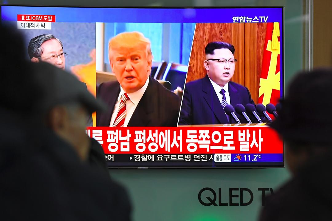 就有中國船隻被指暗中向北韓輸出石油產品,美國總統特朗普形容中國「被逮個正着」,舉動令他失望,並威脅指其對華貿易政策取決於中國對待北韓問題的態度。 攝:Jung Yeon-je / Getty Images