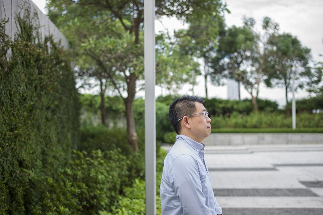 陳智聰在沙田的公共屋邨裡的津貼中學教了20多年之後決定離開校園、投身社會運動。現在是進步教師聯盟成員。