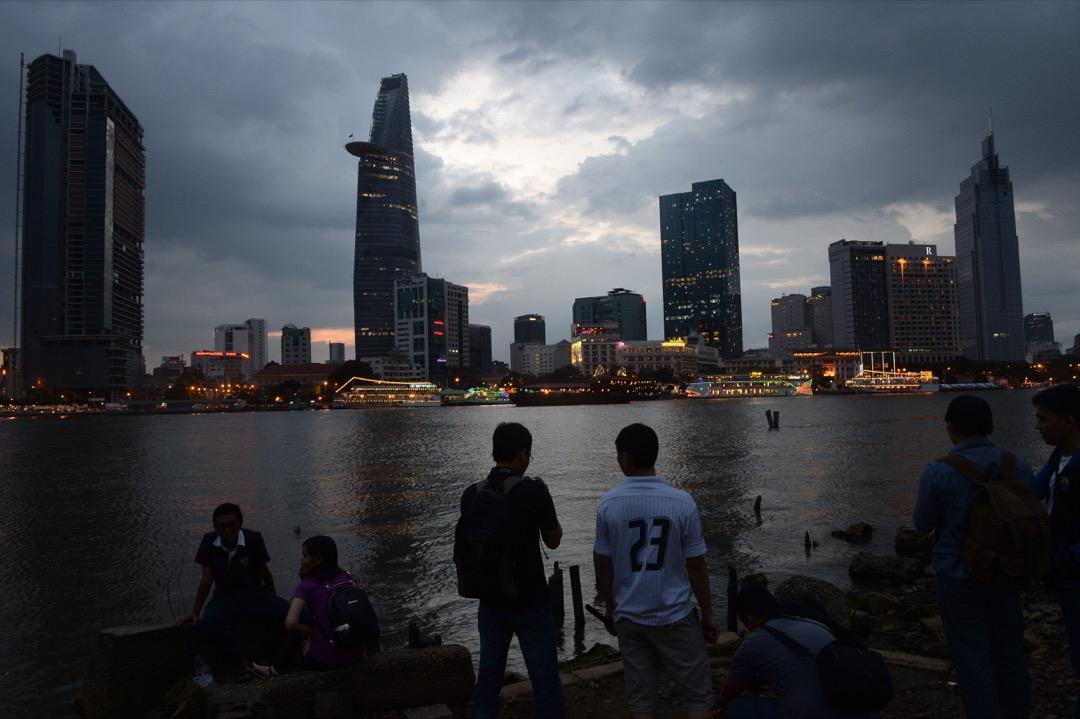 縱然東南亞的暴風雨尚未襲來,這片區域的2017年已經波濤四起。 攝:Hoang Dinh Nam/AFP/Getty Images