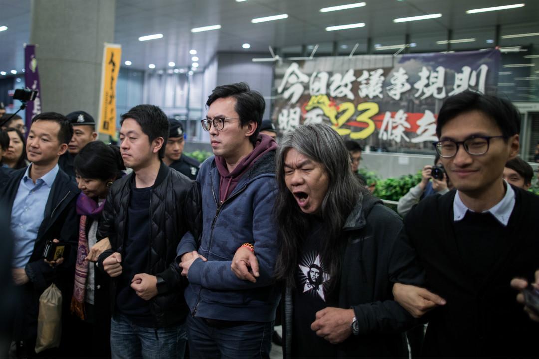 2017年12月11日,香港泛民主派在立法會外示威區紮營,抗議建制派修改《議事規則》議案。 攝:Stanley Leung/端傳媒