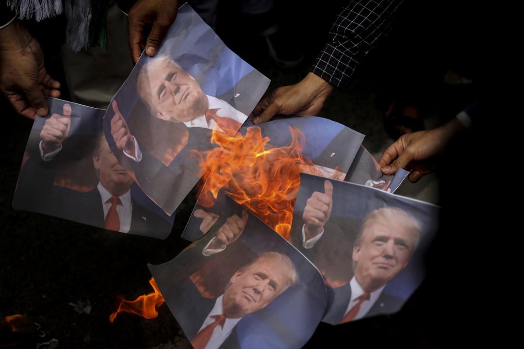 2017年12月8日,印尼數百人抗議美國總統特朗普承認耶路撒冷為以色列首都的決定。 攝:Heri Juanda /AP