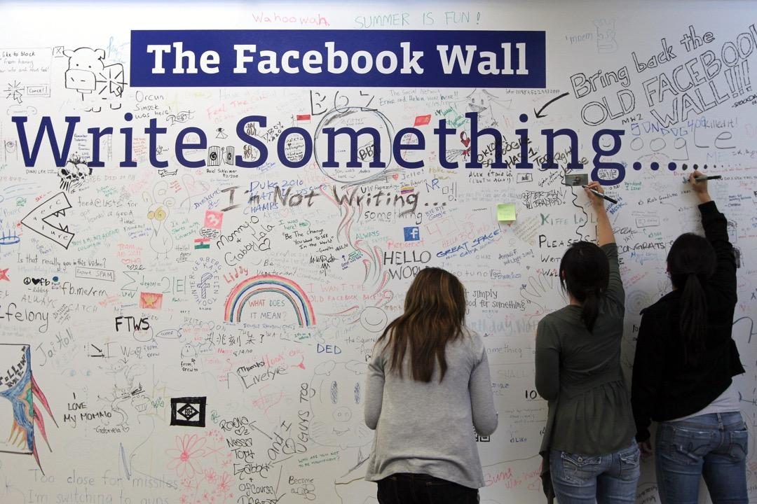 Facebook負責用戶成長的副總裁公開稱「點讚」、「送心」等網上互動行為以及沒有公民討論、沒有合作、不實信息傳播的行為正在破壞現在的社會運行。 攝:Justin Sullivan/Getty Images