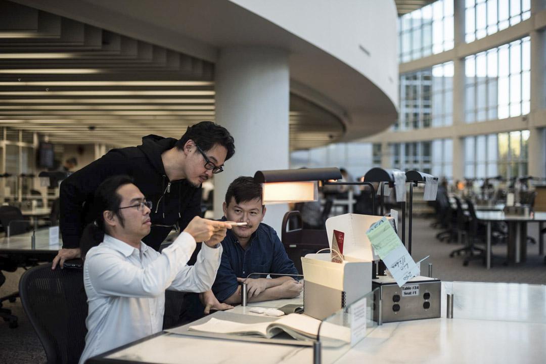 「國家寶藏計劃」三位發起人蕭新晟、林育正、莊士杰於美國國家檔案館翻拍檔案。 圖片提供:Crystal Wong