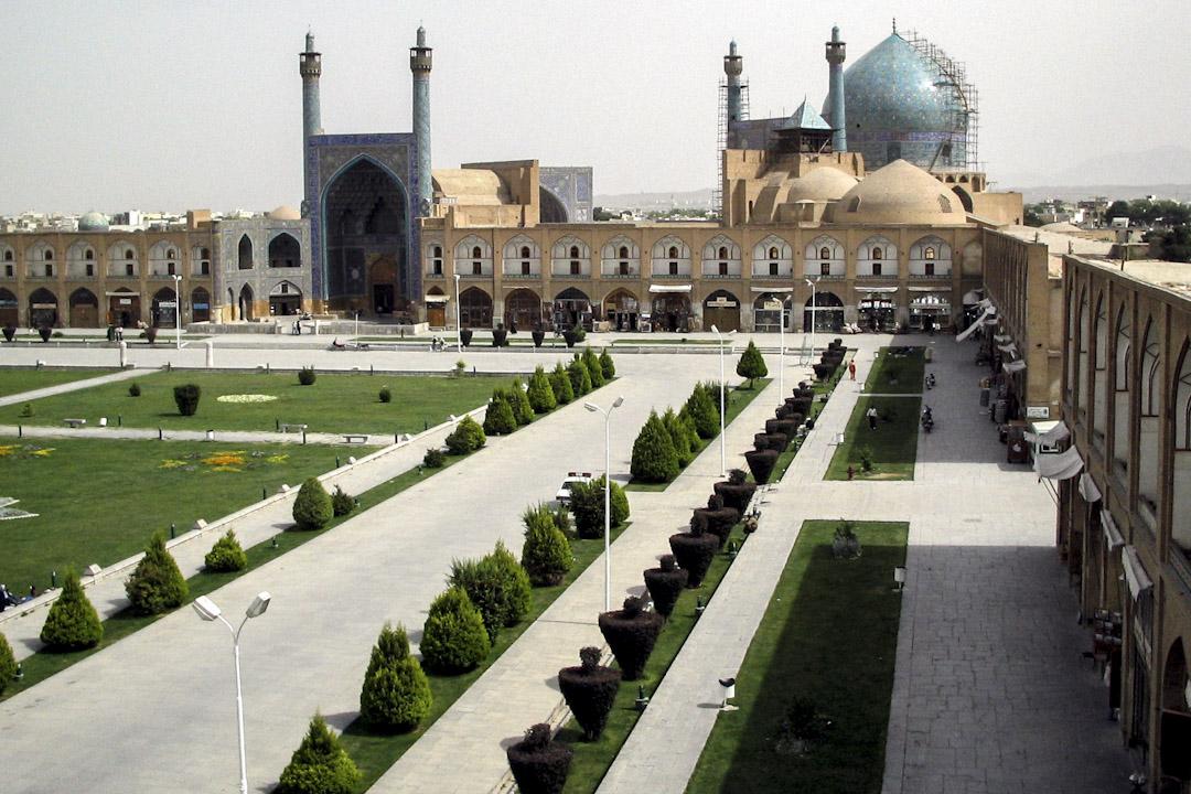 伊瑪目廣場位於伊朗的伊斯法罕市中心,廣場是城市規劃的一部份,長500公尺,寬160公尺,其規模僅次於中國北京天安門廣場。當年薩非王朝國王阿巴斯檢閲軍隊和觀看馬球的場所。原名為國王廣場,伊斯蘭革命後改為今名。1979年聯合國教科文組織將伊瑪目廣場列入世界遺產。