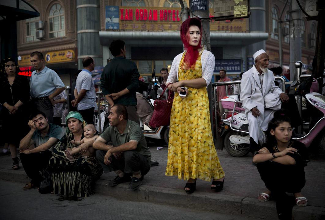 邊疆民族其實大大迥異於內地省份聚居的固有民族,區域自治取代民族自決,實際上是中央集權對於邊疆分離主義的克服。圖為新疆維吾爾自治區的一個公共車站。 攝:Kevin Frayer/Getty Images