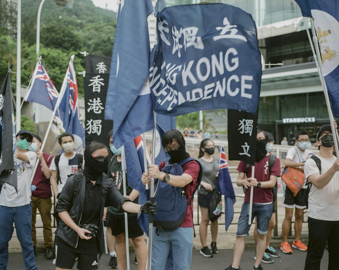 2017年7月,民陣七一遊行,有示威人士手持龍獅旗及香港獨立的旗幟,宣傳港獨。