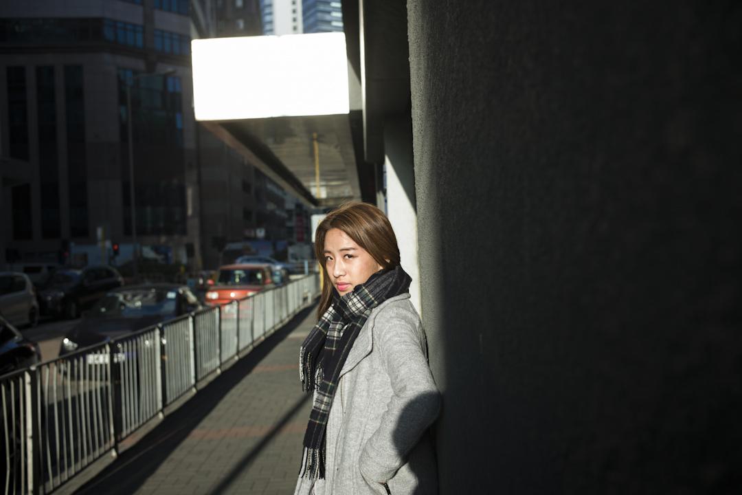 2017年11月底,《地厚天高》在香港院線上映,這是年輕導演林子穎的第三部作品,以紀錄梁天琦這名備受關注的政治人物,於過去一年半時間裏,人生自高峰迅速跌進低谷。 攝:林振東/端傳媒