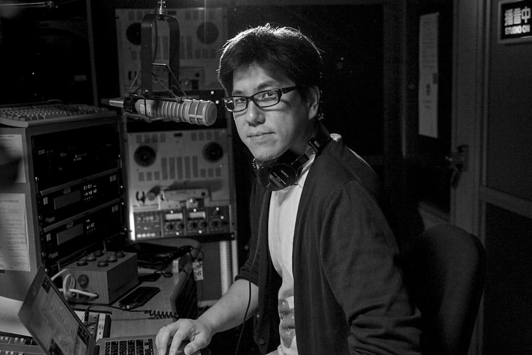 馬世芳將余光中與楊弦的合作,稱為「一種跨界實驗的開始。」 圖為馬世芳在台北 News98 錄音間。