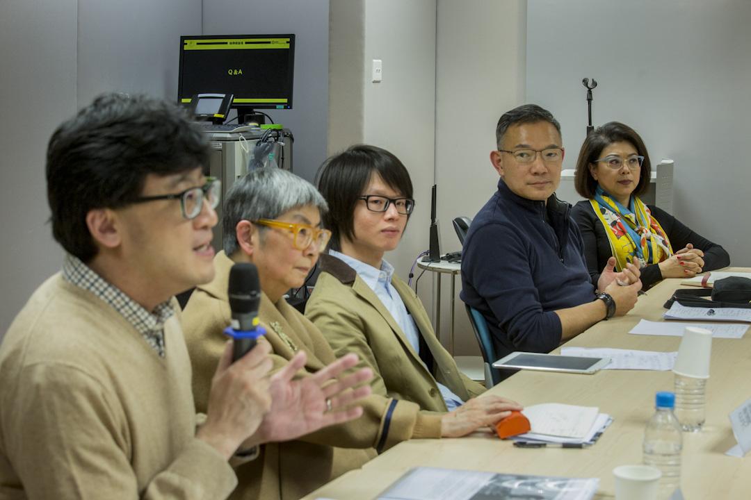 《端傳媒》舉辦題為「香港法治是否岌岌可危?」的講座,邀請前大律師公會主席石永泰、譚允芝、前立法會法律界議員吳靄儀、立法會議員謝偉俊及「法夢」成員黃啟暘出席論壇,辯論香港法治。 攝:林振東/端傳媒