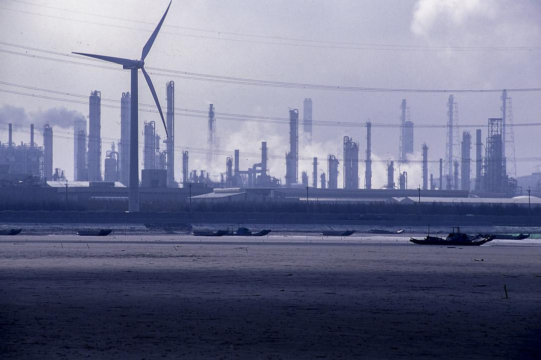 2003年1月,麥寮六輕工業區,濁水溪口南岸。