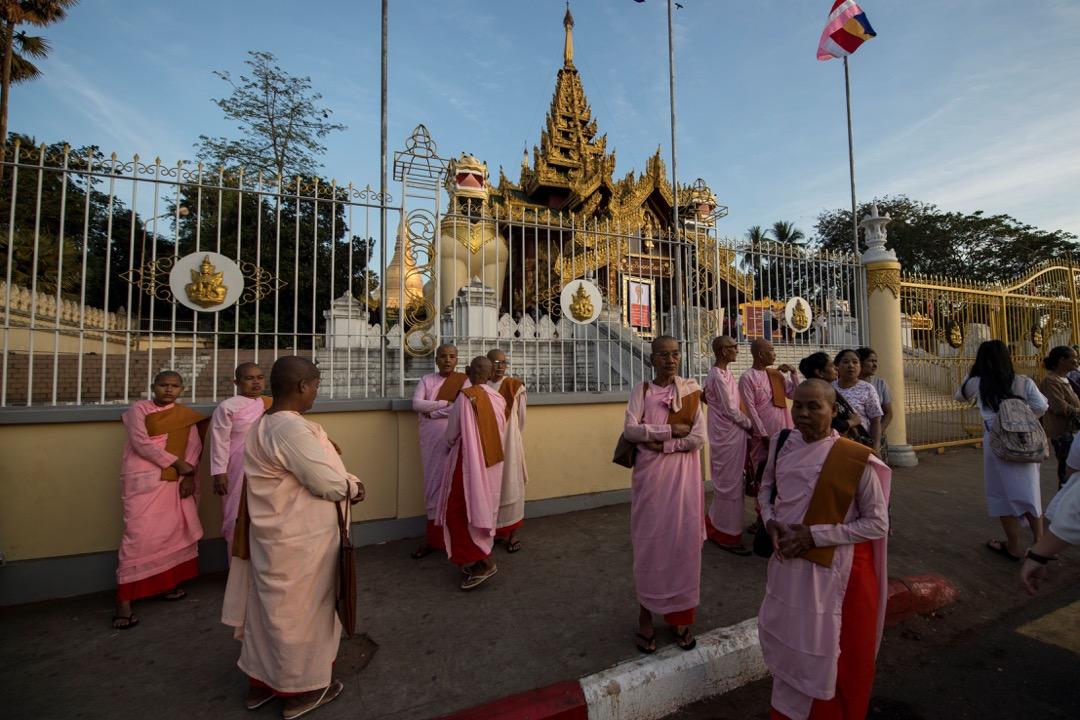 2018年1月1日,緬甸城市仰光,18,000名佛教和尚和尼姑前臨大金寺參與儀式慶祝新年。