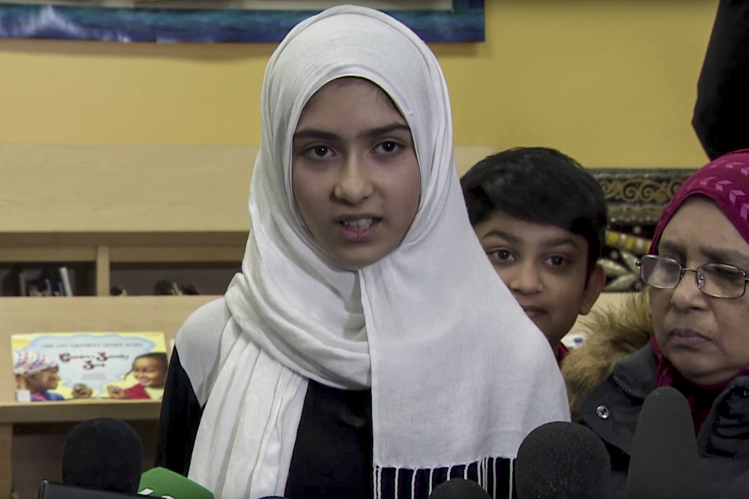 加拿大11歲穆斯林女童諾曼(Khawlah Noman)1月12日聲稱兩次遭一名男子從後用剪刀剪爛她的頭巾,其後證實事件是謊言。諾曼家人為事件致歉。 網上截圖