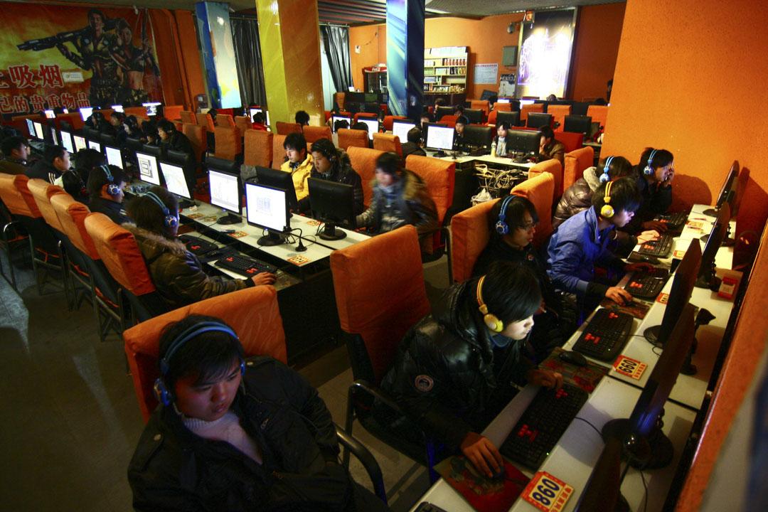 2010年,中國互聯網用戶達到4.57億人,並在2017年突破7億。上網早已不是高學歷、高收入人群的特權,龐雜的用戶群體稀釋了論壇的深度,也讓交流變得更混濁。