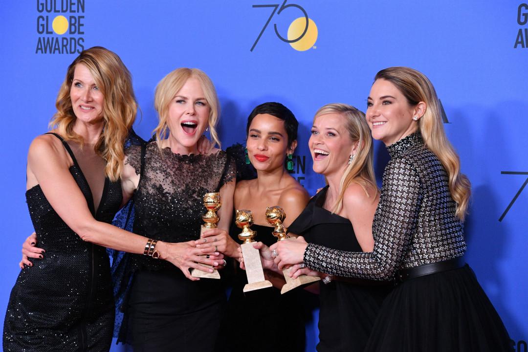 1月7日,金球獎(Golden Globe Awards)頒獎典禮,迷你劇《小謊言》(Big Little Lies)的5名女主演慶祝獲獎。 攝:George Pimentel/Getty Images