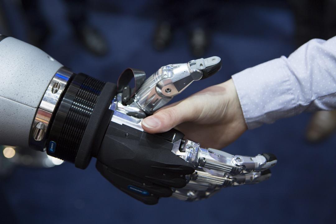 傅景華:我懷疑樂觀派的科技革命論太過一廂情願,亦同時對悲觀派傾向極端的想法有所保留。 攝:Ulrich Baumgarrten via Getty Images