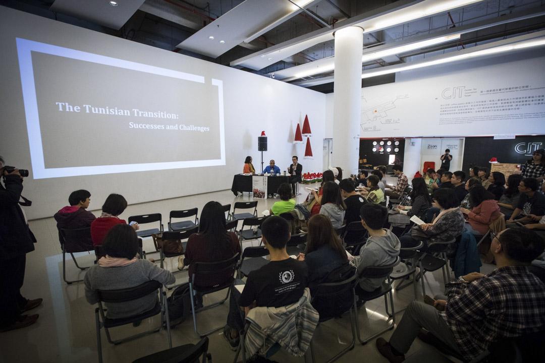 梅沙悟德‧荷穆達尼於台北的「和平的力量,尊嚴的追尋」論壇上演講。