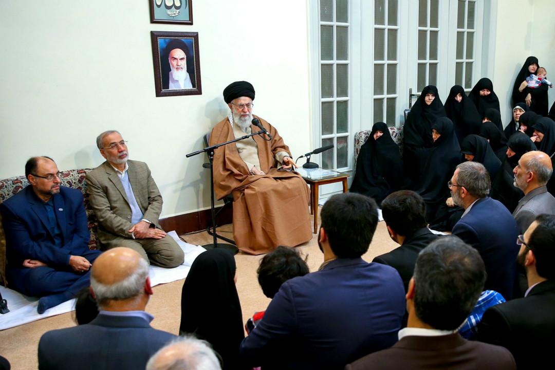 2018年1月2日,伊朗德黑蘭,伊朗最高領袖哈梅內伊會見伊朗殉道者家人,並發表講話。 攝:Imagine China