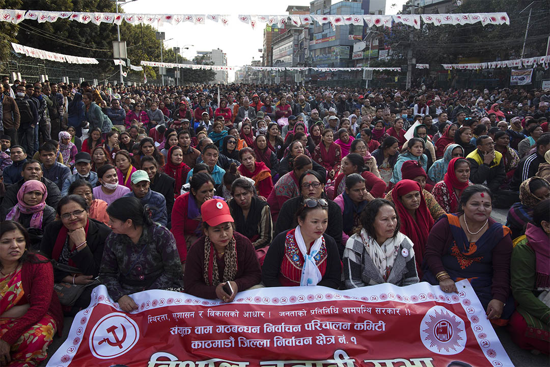 尼泊爾共產黨成員正在參加為第二輪大選而舉辦的群眾大會,此次大選普遍被外界視為是「要中國?還是要印度?」的信任投票。
