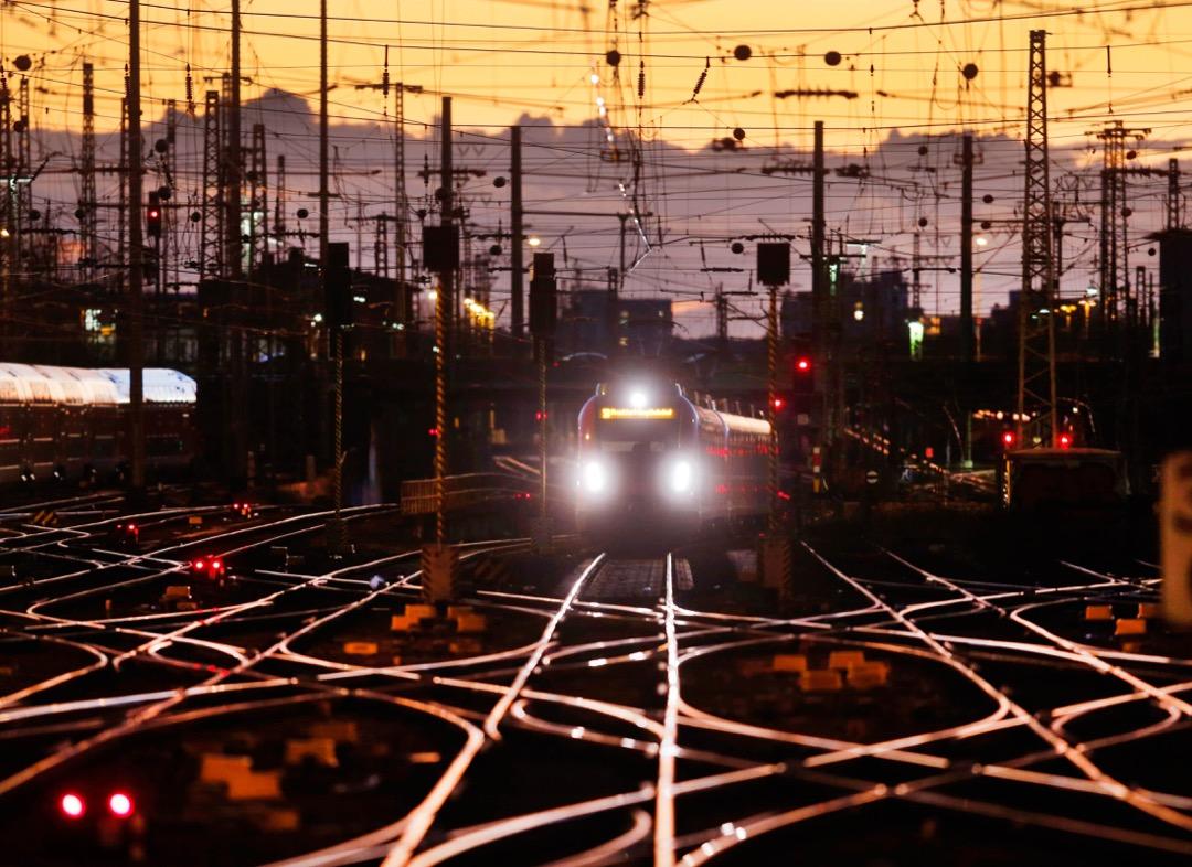 2018年1月18日,德國鐵路當天的尾班車駛進德國法蘭克福火車站。