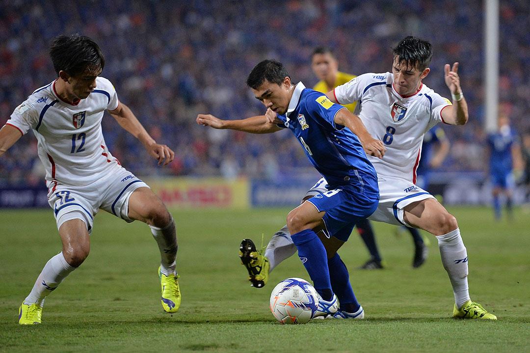 2015年11月12日,在2018年世界盃外圍賽(亞洲區)上,Xavier Chen (著8號球衣者)代表中華台北隊對戰泰國隊。