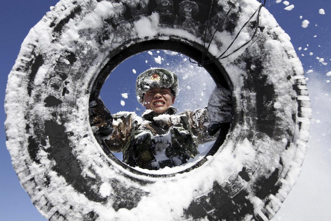 解放軍邊防部隊在中國黑龍江,於攝氏零下15度的氣溫訓練。 攝:VCG/VCG via Getty Images