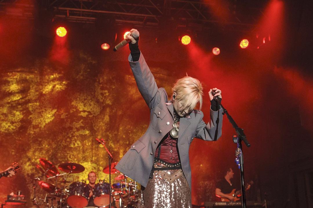 2012年The Cranberries女主音Dolores O'Riordan在德國的音樂會上演出。