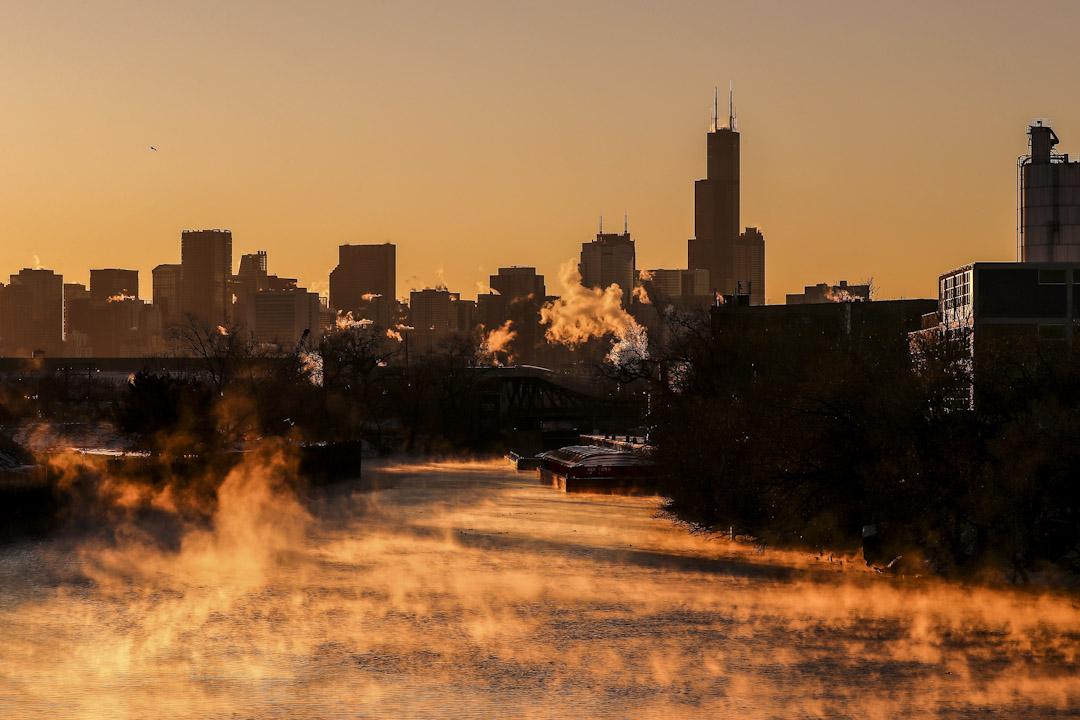 2018年1月6日,美國伊利諾伊州城市芝加哥受寒流侵襲,晚上氣溫跌至-20度。