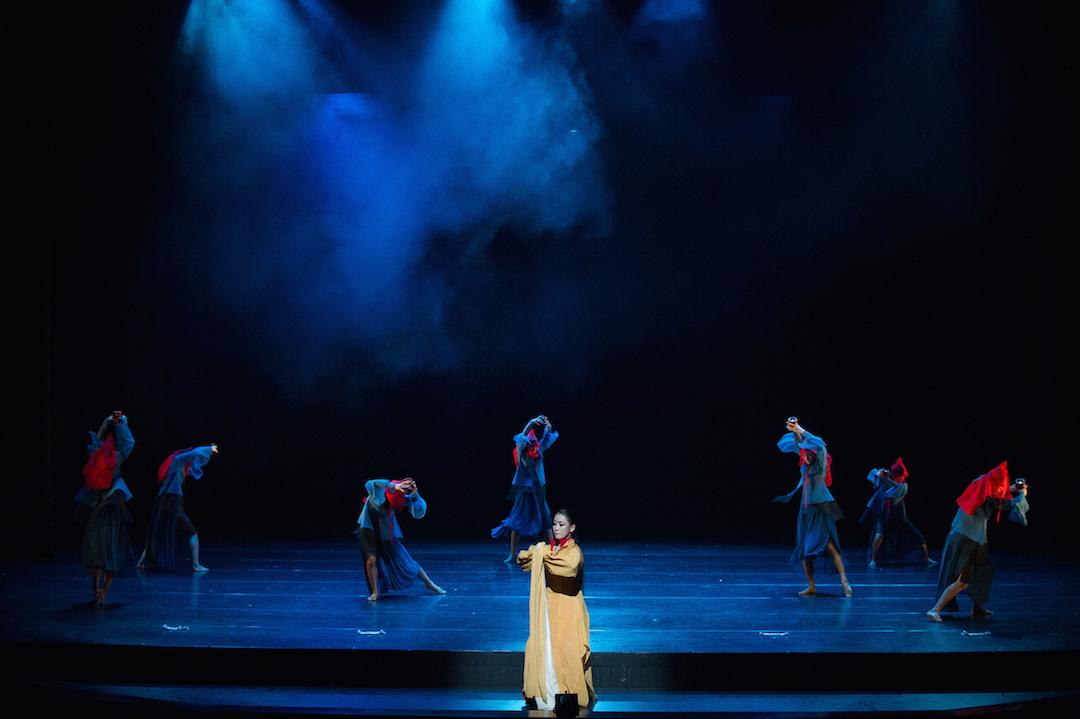 韓國舞的儀式感,令女性跳的時候尤其漂亮、端莊。
