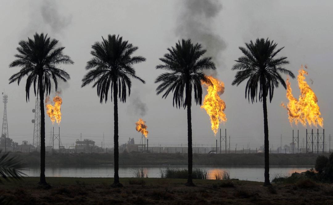 2018年1月22日,伊拉克城市巴士拉的天然氣田在燃燒多餘的碳氫化合物。