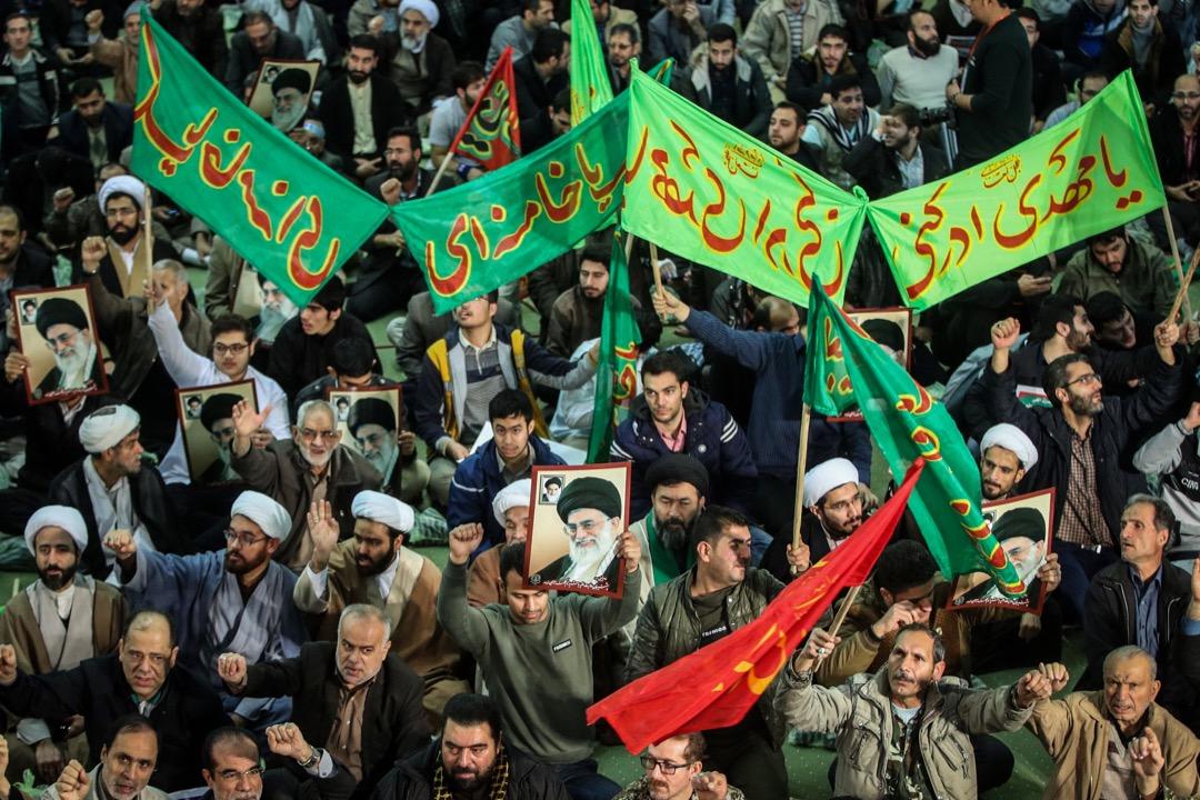 2017年12月30日,伊朗首都德黑蘭有大型遊行支持政權,抗衡連日來的反政府示威聲音。