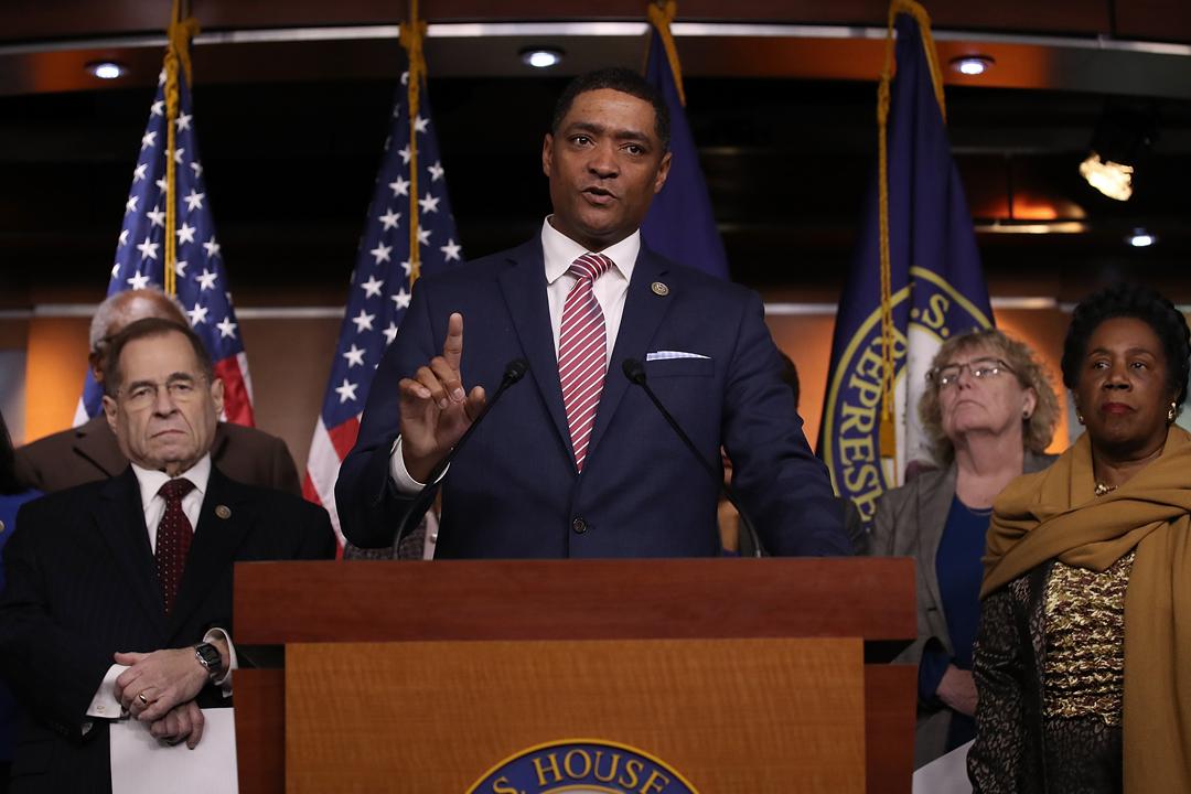 就總統特朗普被指以「糞坑」形容海地、薩爾瓦多及部份非洲國家,美國「國會黑人核心小組」主席 Cedric Richmond 昨日在記者會上揚言會對特朗普提出譴責動議。 攝:Win McNamee / Getty Images