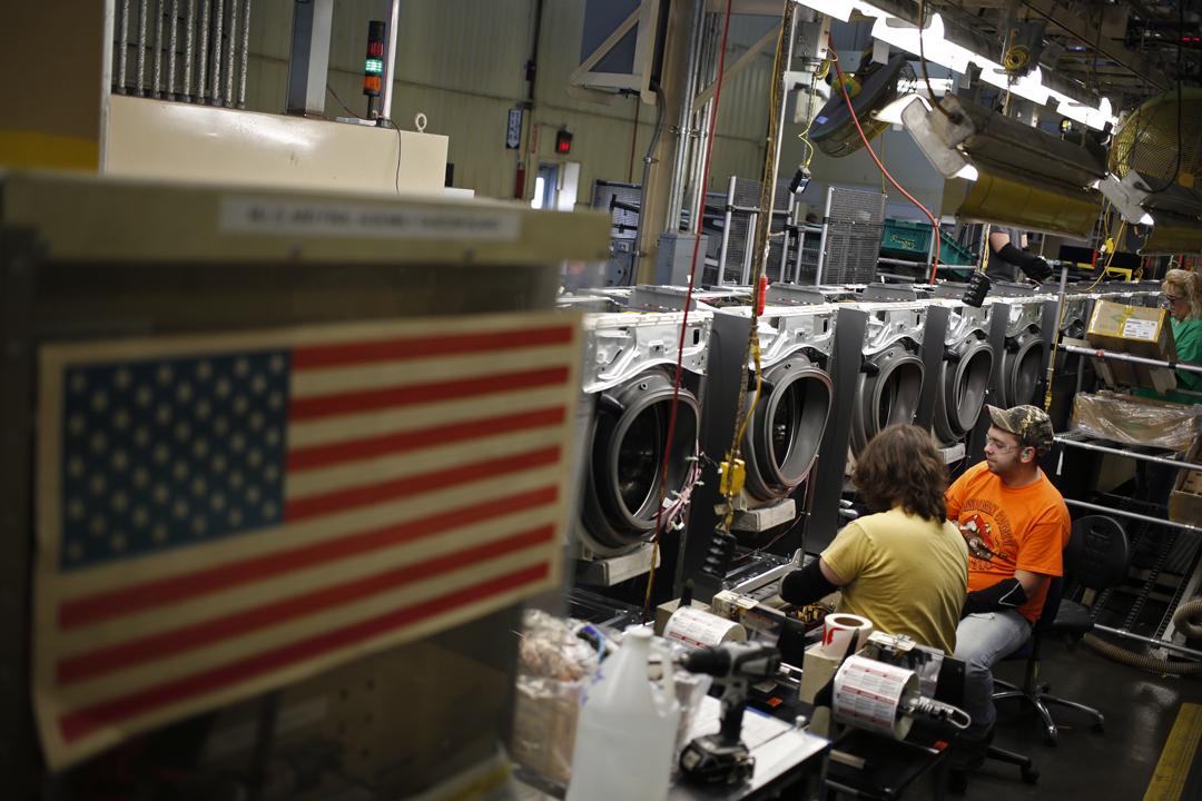 就華府實施新的貿易壁壘,美國電器生產商惠而浦(Whirlpool Corp.)等企業表示歡迎。圖為惠而浦位於美國俄亥俄州的一個洗衣機製造工場。 攝:Luke Sharrett / Getty Images