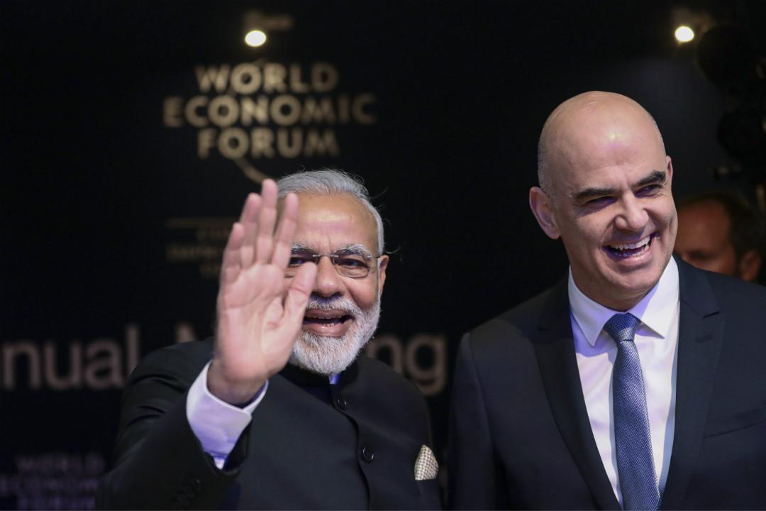 1月23日,世界經濟論壇(WEF)在瑞士達沃斯開幕。圖為印度總理莫迪(Narendra Modi,左)和瑞士聯邦主席阿蘭·貝爾塞(Alain Berset,右)。 攝:Simon Dawson/Getty Images