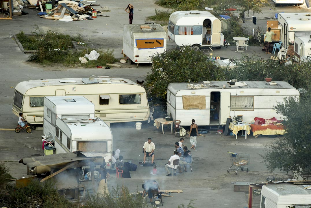 2007年9月8日,法國南特市郊區,有大約有50家羅姆人的家庭居住在由旅行車改裝的屋內。