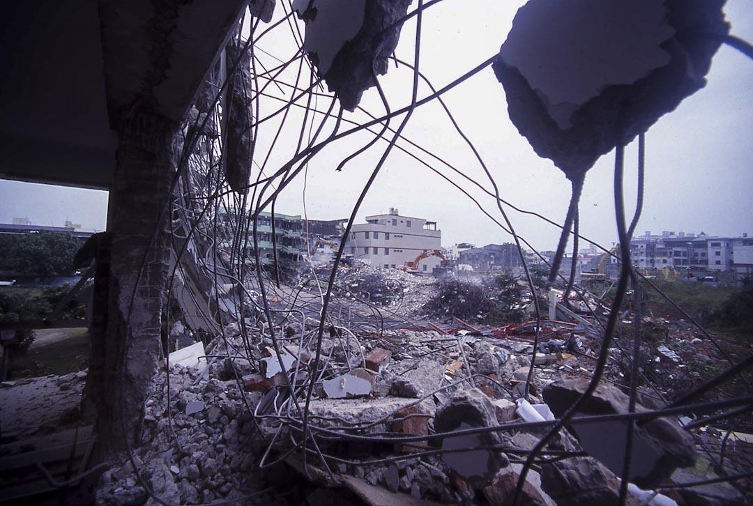 1999年9月,台灣921大地震,台中大里。