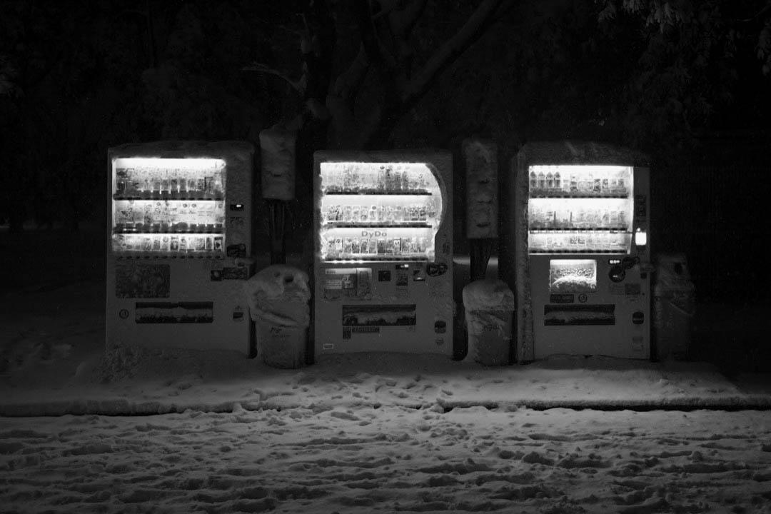 2018年1月22日,日本氣象廳在東京都發出4年來首個大雪警報,東京市中心積雪量達23釐米,多班航班取消,大雪亦造成2人死亡,719人受傷。 攝:Takashi Aoyama/Getty Images