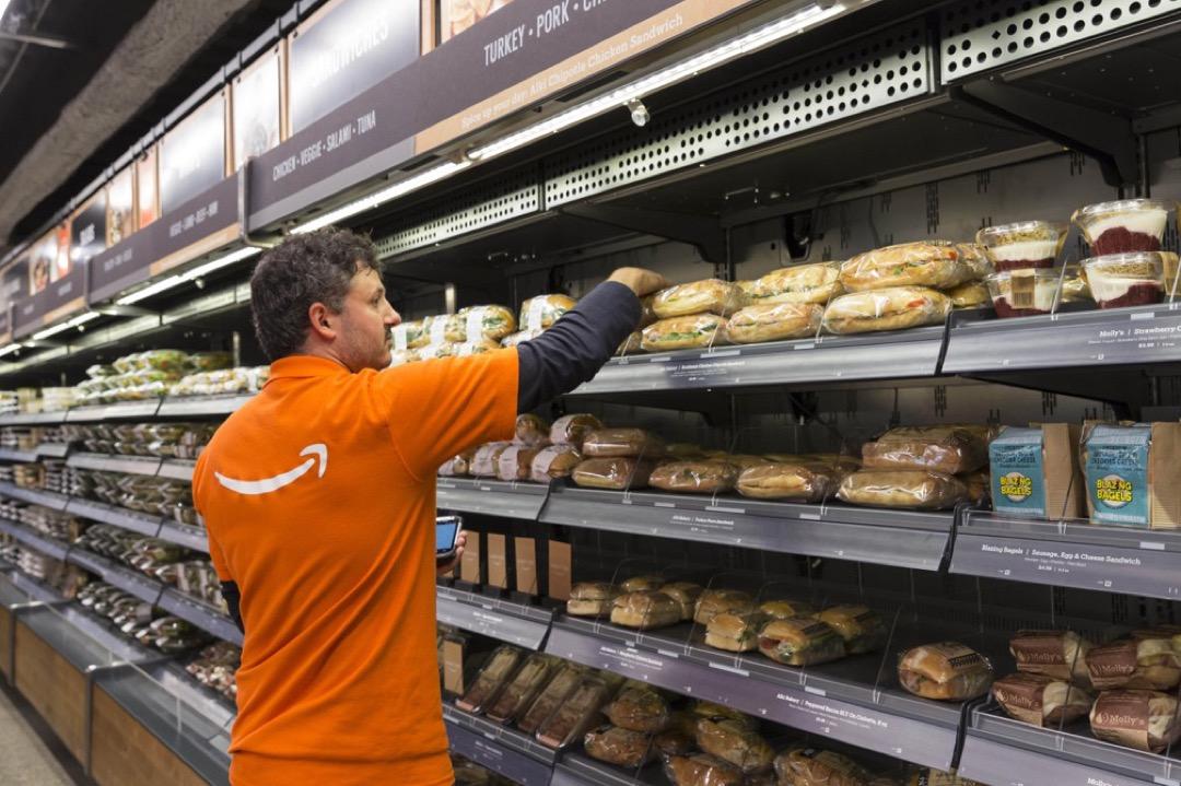 網購平台阿馬遜的無人便利商店Amazon Go於1月22日在美國華盛頓州西雅圖正式開幕,吸引不少市民前來購物。 攝:Paul Gordon via ZUMA Wire