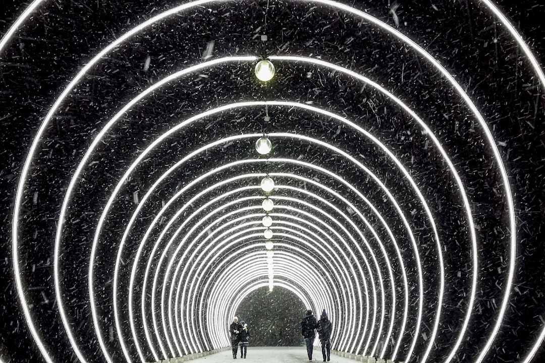 2018年1月8日,俄羅斯首都莫斯科,市民在-2度的大雪中行走,但因濕度和風勢影響,體感溫度只有約-6度。