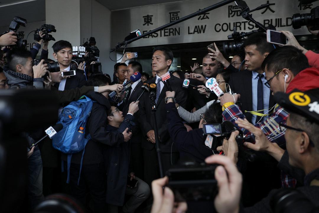 香港退休警司朱經緯因一項「襲擊致造成身體傷害罪」,今天被判囚3個月,並准保釋等候上訴。朱經緯離開法庭時,未有回應記者提問。 攝:Stanley Leung / 端傳媒