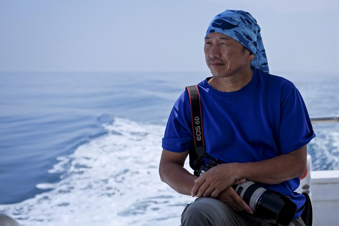 2010年9月,柯金源在花蓮賞鯨船上。