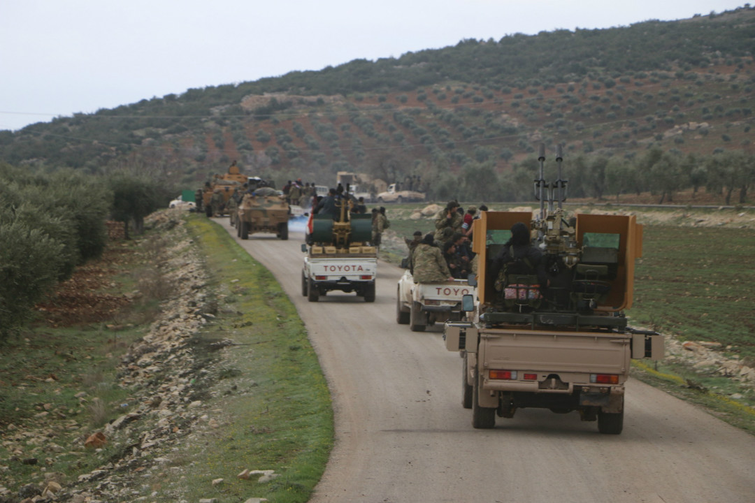 2月20日,自由敘利亞軍隊(FSA)開進由庫爾德族武裝控制的北部邊境城鎮阿夫林(Afrin)。 攝:Hüseyin Nasir/Getty Images
