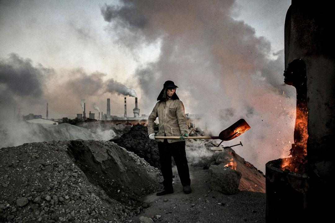中國是當今世上最大的煤炭消費國,佔全球排放量的兩成五到三成。在「十二五規劃」裏,習政權宣示控制碳排放。