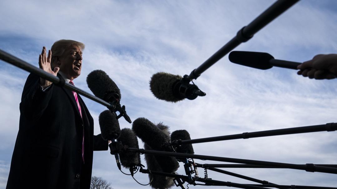 共和黨參議員麥凱恩在《華盛頓郵報》撰文批評特朗普政府對「假新聞」這個概念的錯誤使用:「『假新聞』這個短語是被獨裁者用來讓記者噤聲、打擊政治對手、逃避媒體監督、誤導公民的,現在這個短語卻被一位美國總統賦予合法性了。」