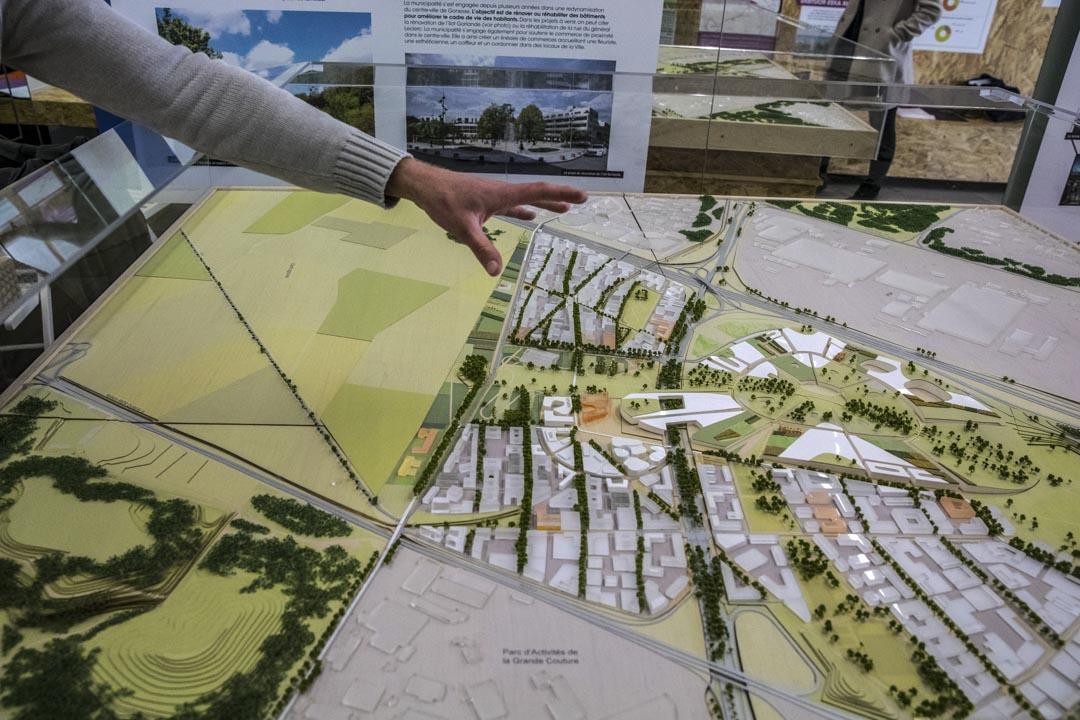 「歐洲城」計劃包含2萬平米餐飲區、2000個酒店房間、15萬平米娛樂場所、5萬平米文化區和15萬平米商業區,此外還包括10萬平米公共空間、7公頃城市農場和10公頃城市公園。圖為「歐洲城」的模型在法國戈內斯的一個展廳內展出。