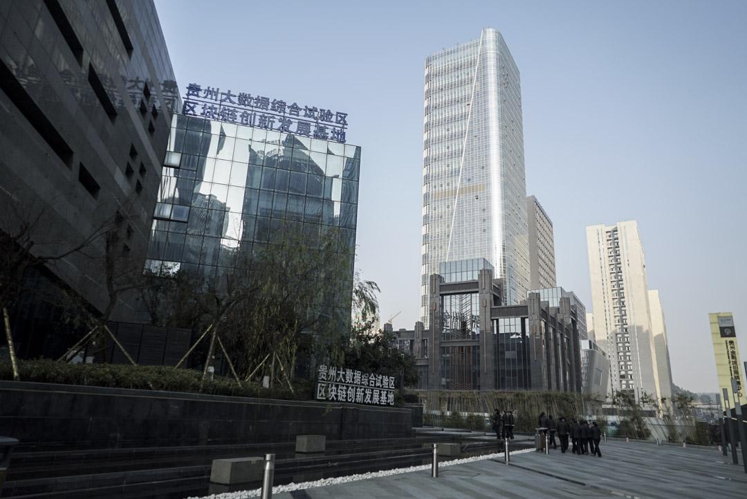 近兩年,從中央到地方,陸續出台了各類推動大數據發展的政策,貴州、上海、武漢、哈爾濱紛紛建起大數據交易中心,至今已超過20個。圖為貴陽大數據交易所。