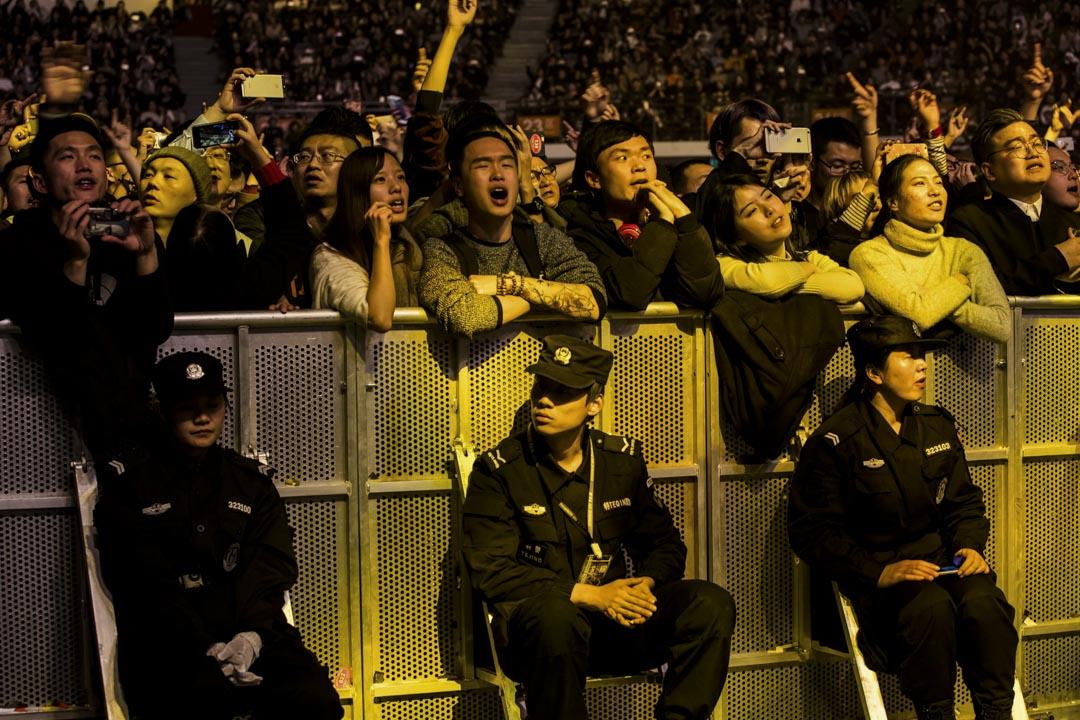 """2016年12月31日,李志的《""""家"""" 2016-2017南京跨年音樂會》在南京奧體中心體育館舉行。"""