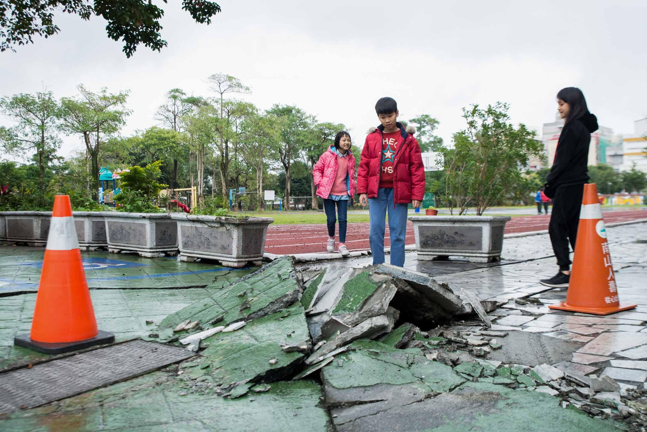 位於米崙斷層帶上的花蓮市明禮國小,是全花蓮校齡最老的小學。今年即將屆滿120歲的它,歷經無數次大小地震洗禮。 攝:林靜怡/端傳媒