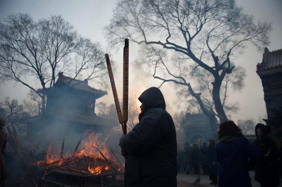 2018年2月16日,中國黑龍江齊齊哈爾,當地民眾在農曆年初一到大乘寺祈求來年健康幸福。