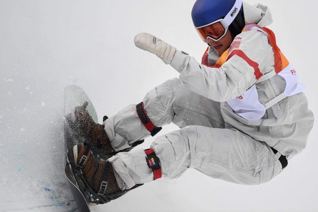 2018年2月14日,美國選手 Ben Ferguson 正進行男子單板滑雪半管賽第二滑。