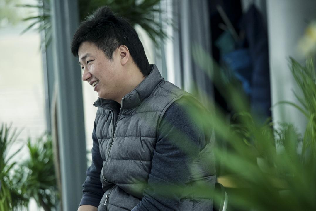 李志已經把自己的個人巡演安排到了 50 歲,和他的樂隊,將在中國 334 個地級市做 334 場演出。花 12 年時間,終於把整個中國的大小城鄉跑遍。 攝:馬寧憶/端傳媒